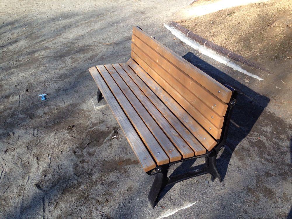公園で笑っているという役割