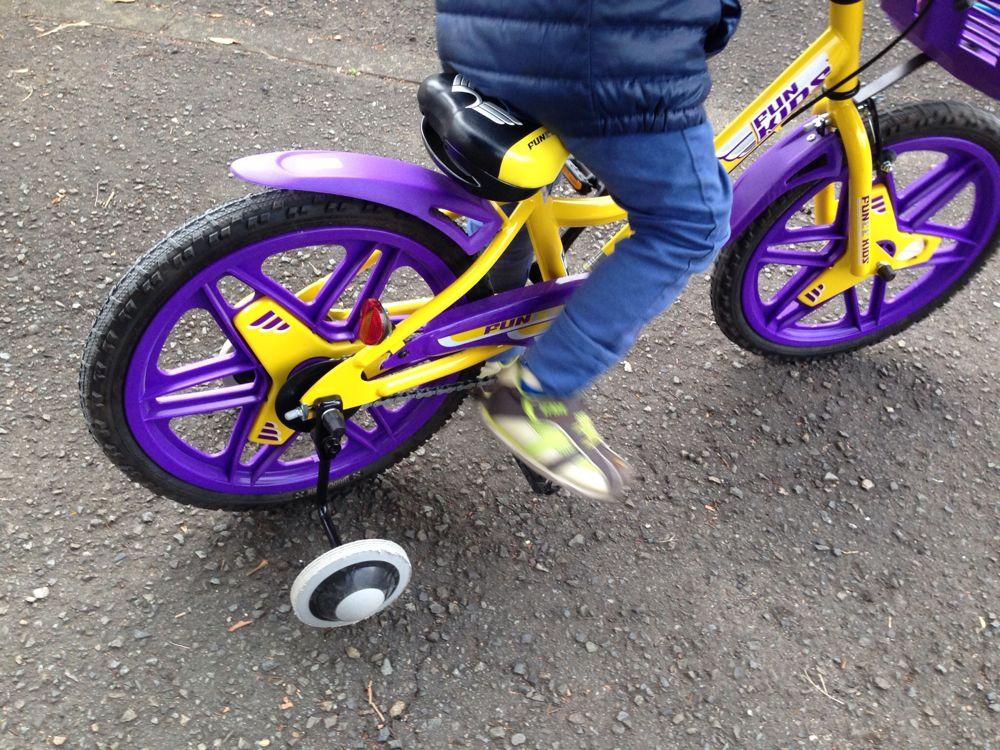 最初から補助輪なしで自転車が乗れる!?ストライダーに乗ることで!