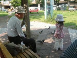 高齢者の地方移住の促進は、悪い面ばかりでもない