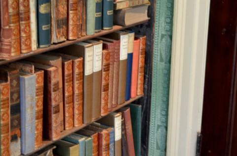 積ん読コレクションは幸せな光景だけど、本を買うのは少し控えめにいこう