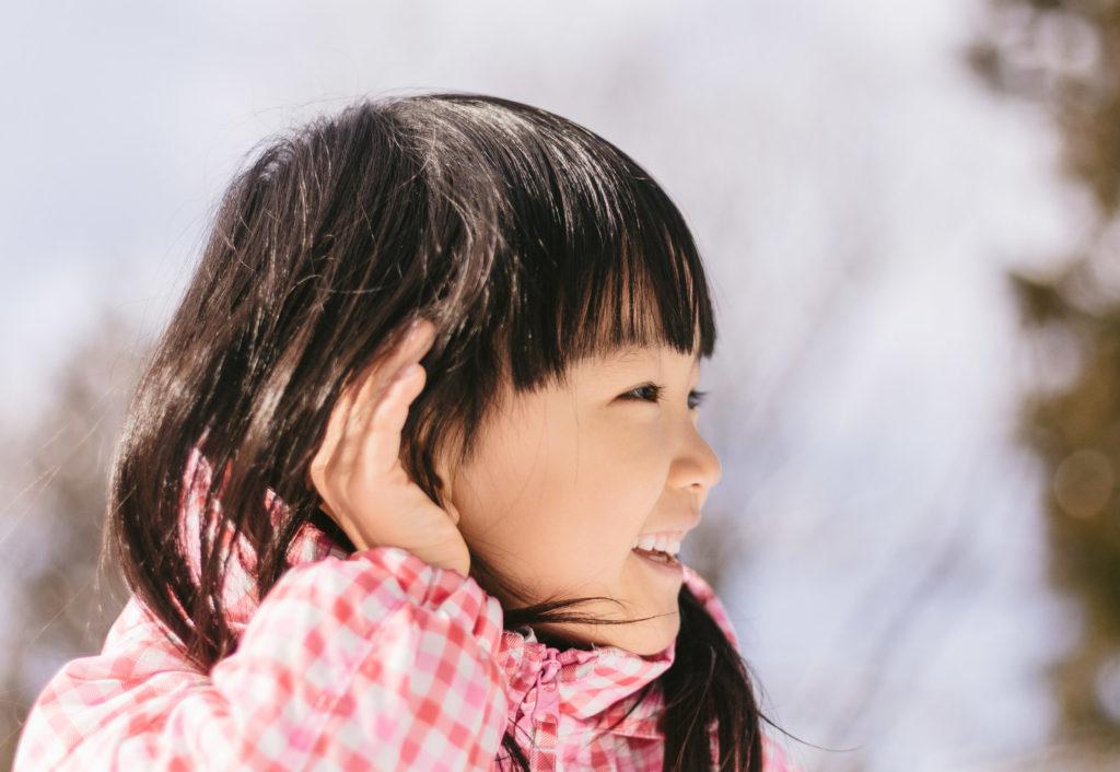 子供と世界を共有するには、まず、しゃがんで話してみる