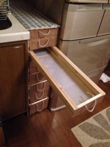 冷蔵庫とシンクの間に、収納の棚を作る(その2)