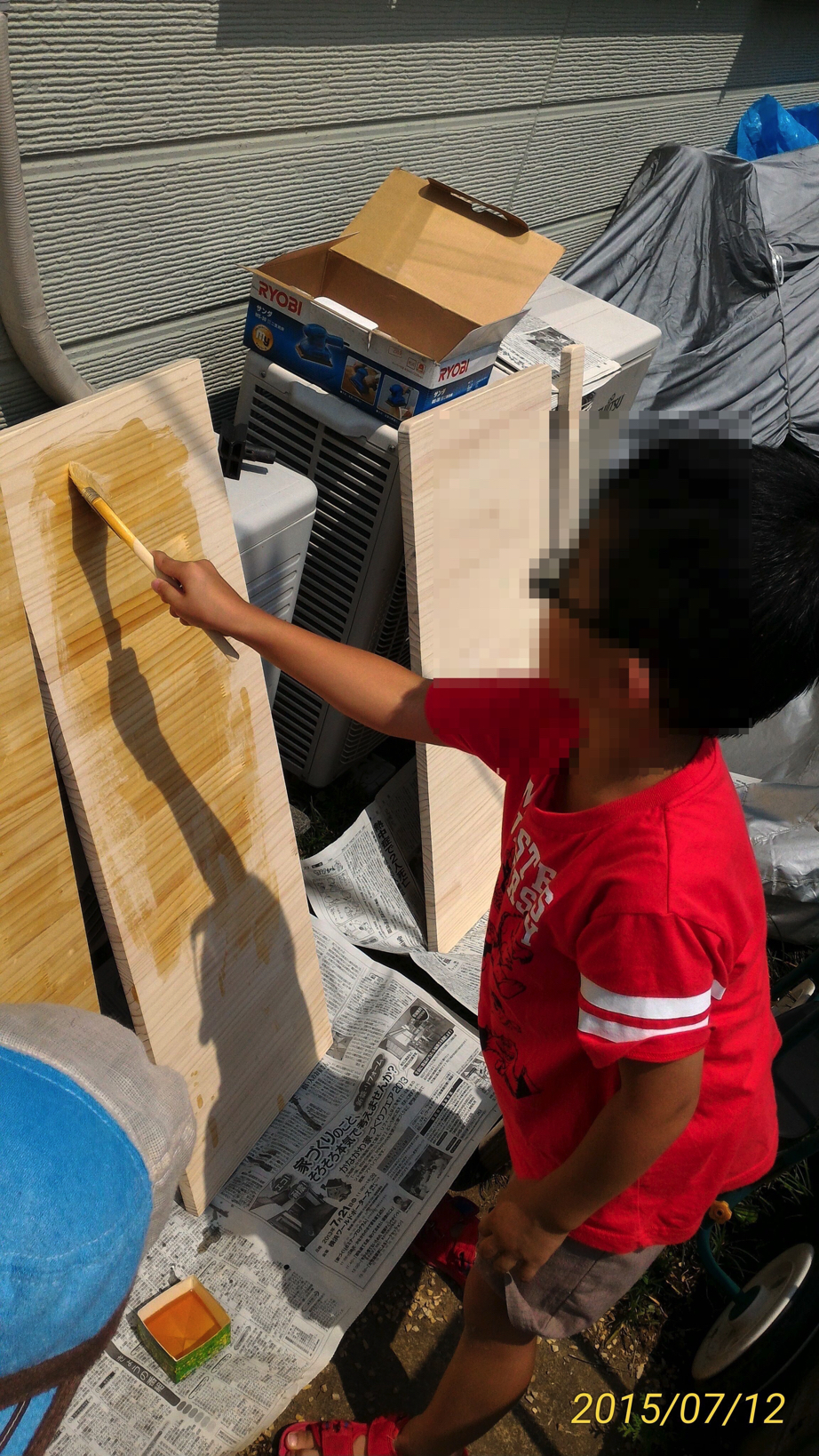 【DIY:キッチンに折りたたみテーブルを作る】② 角落とし→ヤスリがけ→ニス塗り