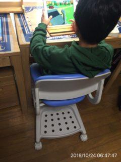 ゲームしてるけど、学習机に座る習慣ができたから、いいか