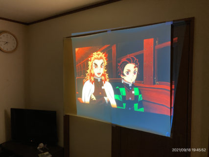 模造紙の自作スクリーンで映画やゲームを楽しんだよ